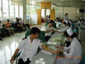 爱的奉献——平江区卫生防疫站职工踊跃参加无偿献血